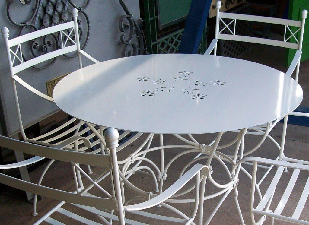 Bancos, mesas, banquetas, sillones.....