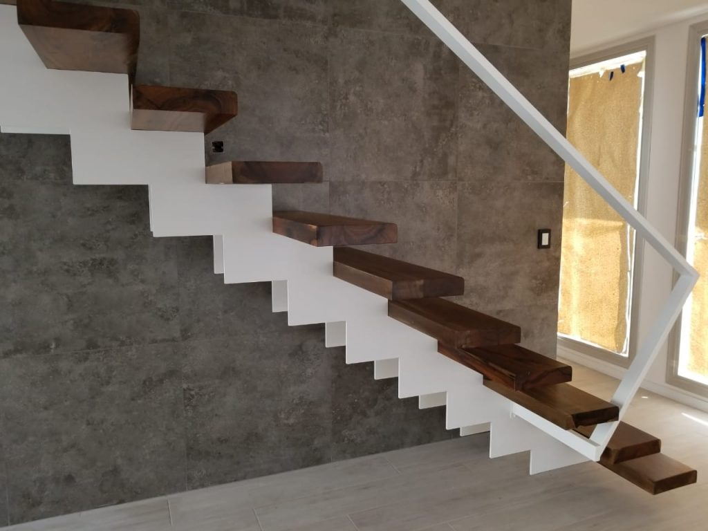 Escalera metálica interior...diseño solicitado por arquitecto