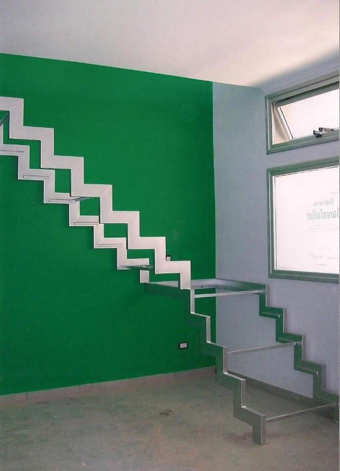 Escalera metálica interior  - exterior